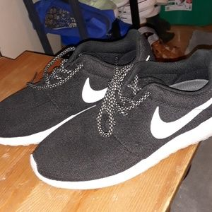 Nike elite roshes
